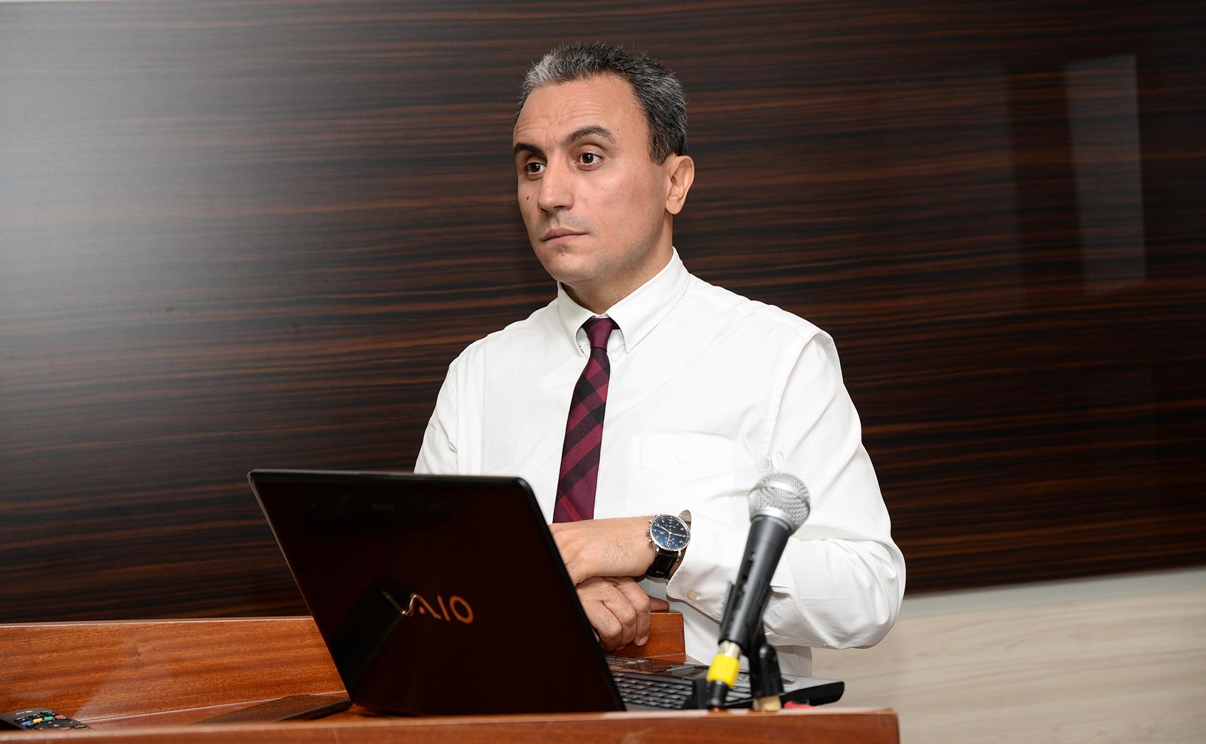 Mərkəzi Klinikanın Baş həkimi, Ürək-damar cərrahı Prof. Dr. Kamran Musayev